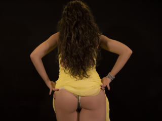 Webcam model GiaTooshie from XLoveCam