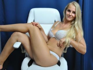 Webcam model ElleHottie from XLoveCam