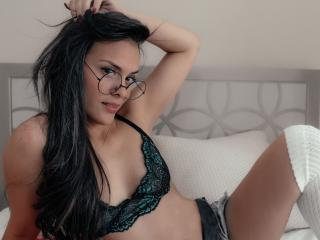 Webcam model ScarlettAlbas from XLoveCam
