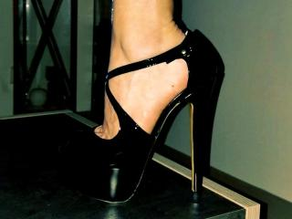 Webcam model FrenchhotAless from XLoveCam