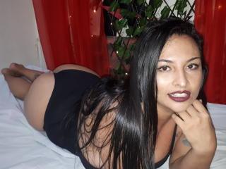 Webcam model MaddieHorny from XLoveCam
