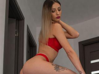 Webcam model BabeSindy from XLoveCam