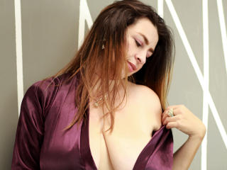 Webcam model VictoriaCoxxx from XLoveCam