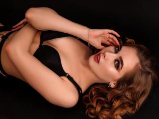 Webcam model AlessandraMoor from XLoveCam