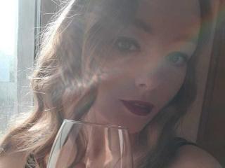 Webcam model FreshlyJane from XLoveCam