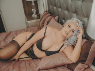 Webcam model AmaliaAmour from XLoveCam