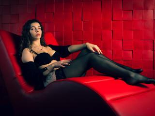 Webcam model SophieMitchel from XLoveCam