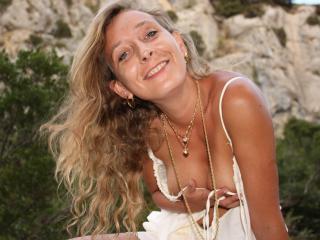 Webcam model BetinaFrancaise from XLoveCam