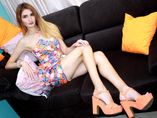 Webcam model AlikaStar from XLoveCam