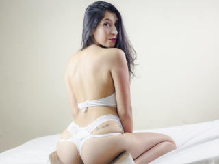 Webcam model LaurieWoods from XLoveCam