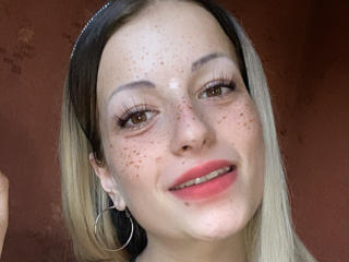 Webcam model LadyQMag from XLoveCam