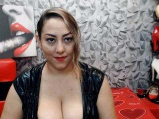 Webcam model SensualRaissa from XLoveCam