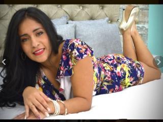 Webcam model DaniaCals from XLoveCam