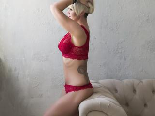 Webcam model AmyVibe from XLoveCam