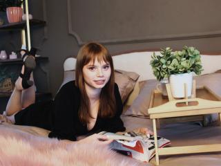 Webcam model ZoiSimmons from XLoveCam