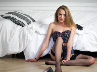 Webcam model HoneyANJA from XLoveCam