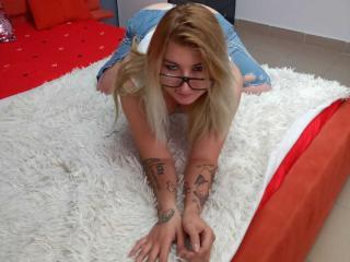 Webcam model JulietDea from XLoveCam