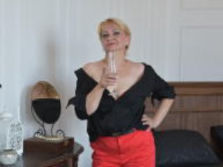 Webcam model AminaTorres from XLoveCam