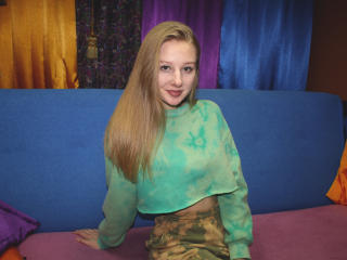 Webcam model AmyWalley from XLoveCam