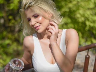 Webcam model LaraSophya from XLoveCam