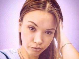 Webcam model CamilleThomson from XLoveCam
