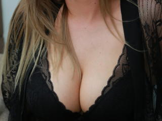 Webcam model Dalyella from XLoveCam