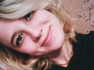 Webcam model BlondEmily from XLoveCam