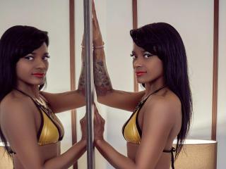 Webcam model KenyaGarza from XLoveCam