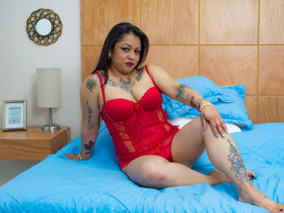 Webcam model AliciaMendezz from XLoveCam