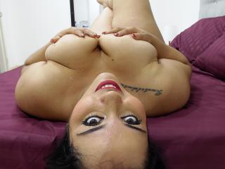 Webcam model KimBurnie from XLoveCam