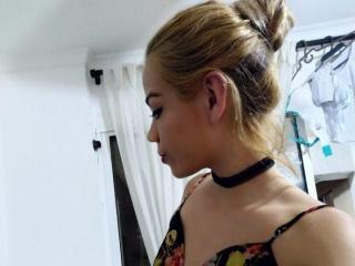 Webcam model KylieHoustson from XLoveCam