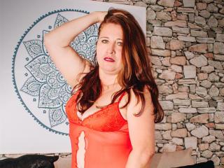 Webcam model LadyHellenChaude from XLoveCam