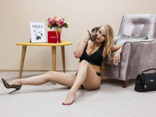 Webcam model BriannaSwan from XLoveCam
