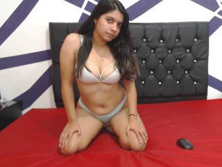 Webcam model JulyWhite from XLoveCam