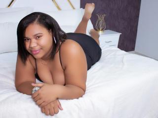 Webcam model AngieDuque from XLoveCam