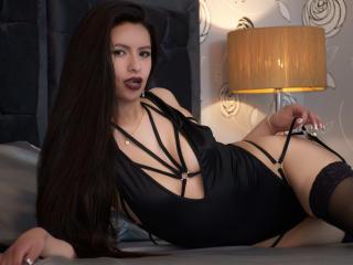 Webcam model HannaRobert from XLoveCam