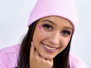 Webcam model EllieVellvet from XLoveCam