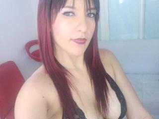 Webcam model LilianCruz from XLoveCam