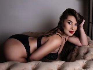 Webcam model JheneBella from XLoveCam