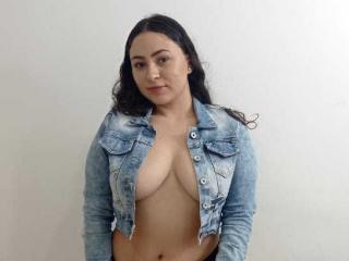 Webcam model ArianaConoor from XLoveCam