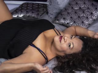 Webcam model DorothyHarrys from XLoveCam