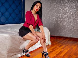 Webcam model LoraineDavis from XLoveCam