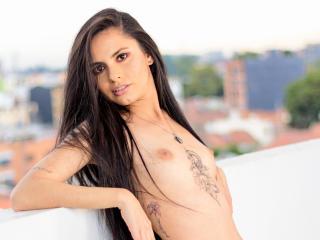 Webcam model CamilaValbuena from XLoveCam