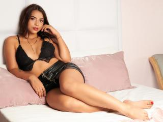 Webcam model KishaMoore from XLoveCam
