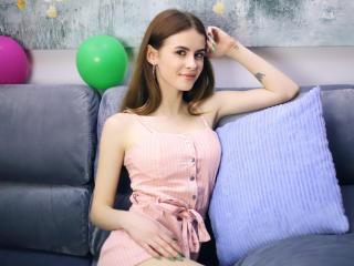 Webcam model KristenKravitz from XLoveCam