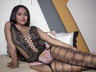 Webcam model NicolleJonnes from XLoveCam