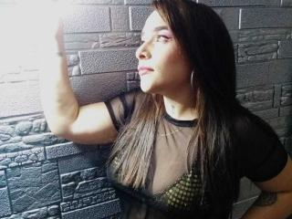 Webcam model AmyQueenny from XLoveCam