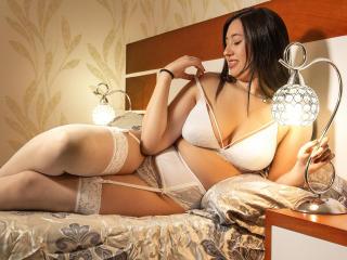 Webcam model IsabellaBlakee from XLoveCam