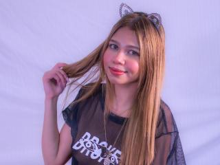 Webcam model JoyceCutee from XLoveCam