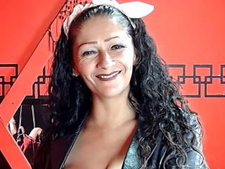 Webcam model VikaMoans from XLoveCam